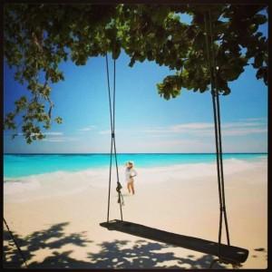 ภาพความสวยงามของหาดที่ทอดยาวบนเกาะตาชัย