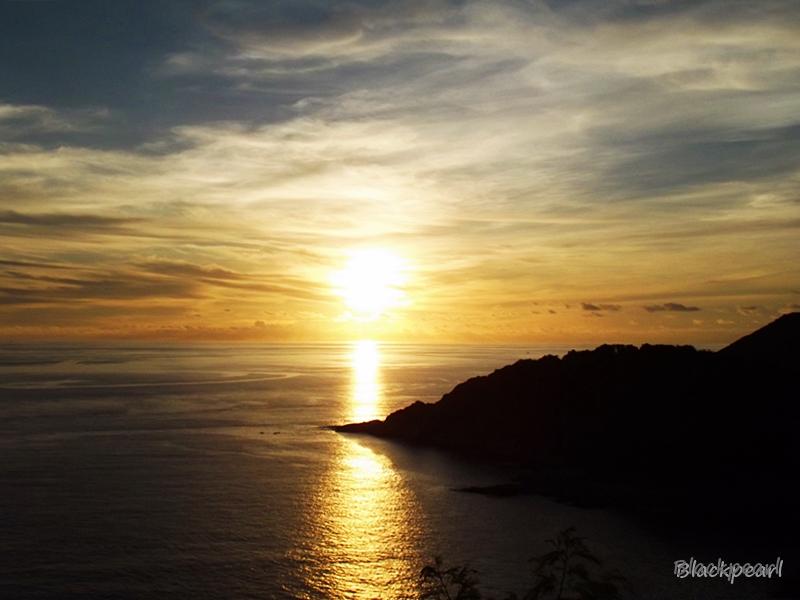 พระอาทิตย์ตกที่แหลมพรหมเทพ