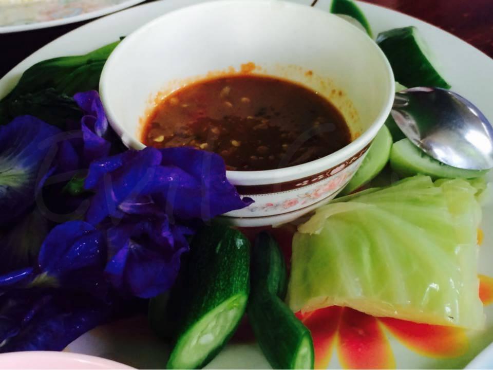 ชุดน้ำพริกกะปิพร้อมผักลวกฟรีทุกโต๊ะ