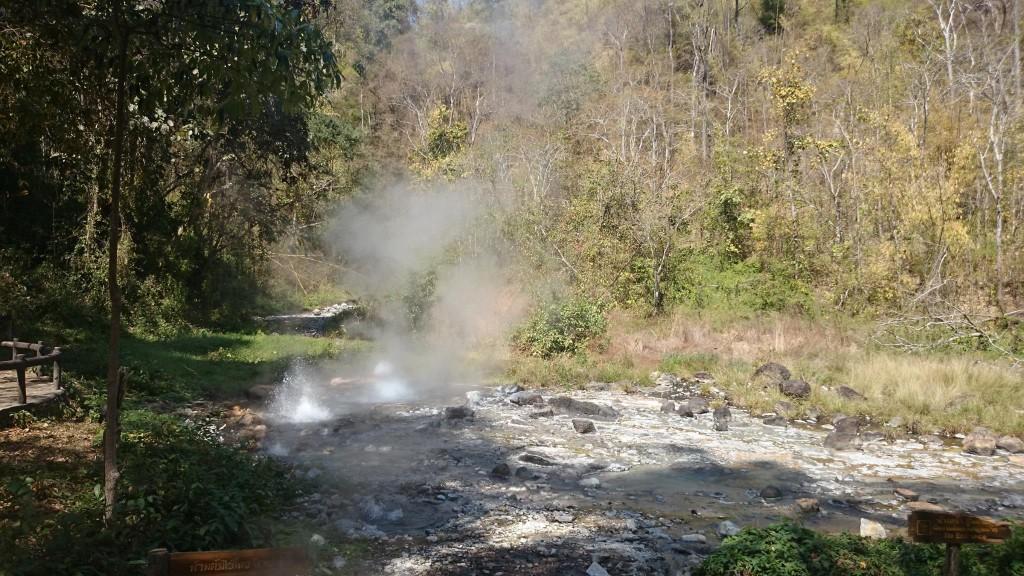น้ำพุร้อนโป่งเดือดป่าแป๋-วิว-บรรยากาศ