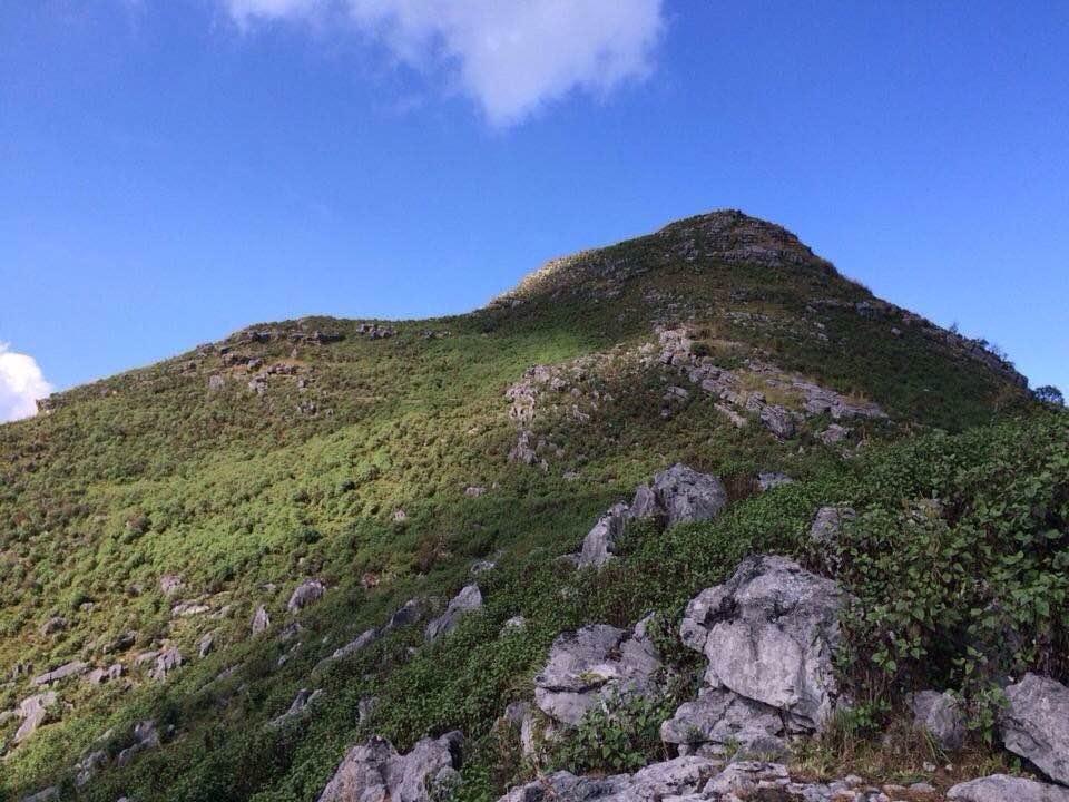 จากจุดกางเต๊นท์ เดินขึ้นไปชมวิวบนยอดสูงสุดดอยภูแว