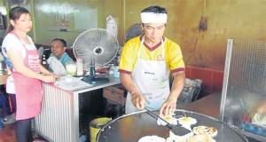 ร้านภูเก็ตมุสลิม-ทำอาหาร
