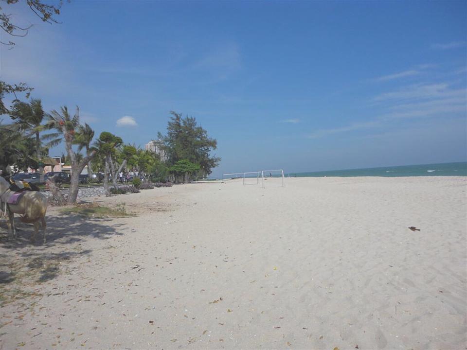 หาดเขาเต่า-หาดทรายขาวๆ