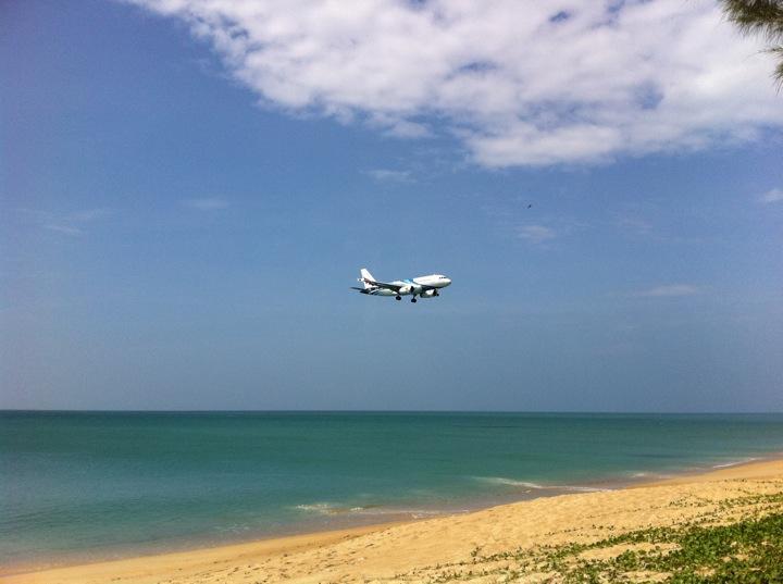 หาดไม้ขาว-เครื่องบิน