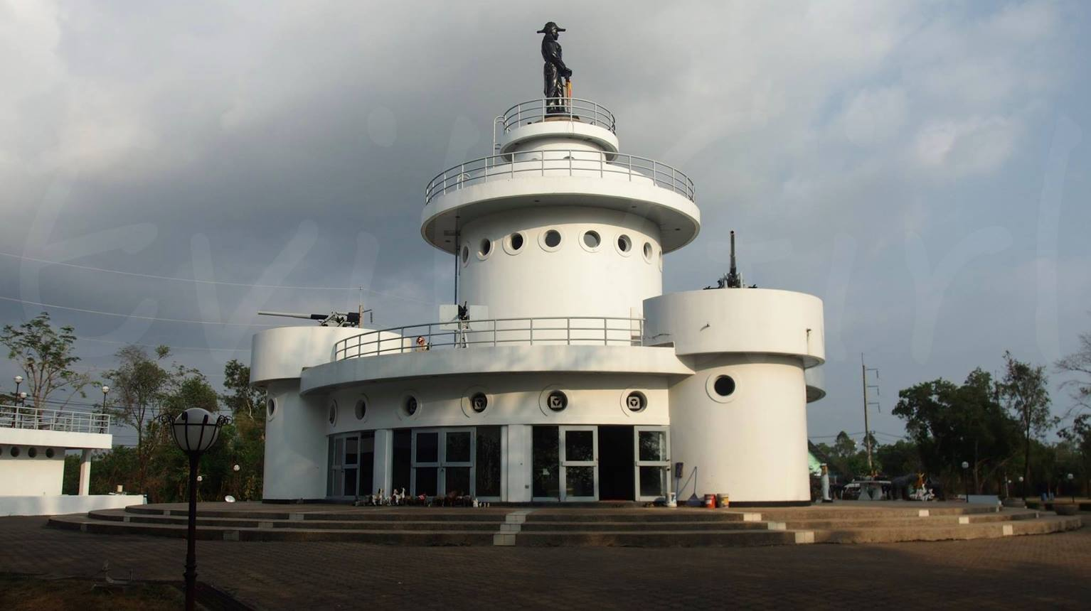 อนุสรณ์สถานยุทธนาวีที่เกาะช้างอันประดิษฐานอนุสาวรีย์กรมหลวงชุมพรเขตอุดมศักดิ์