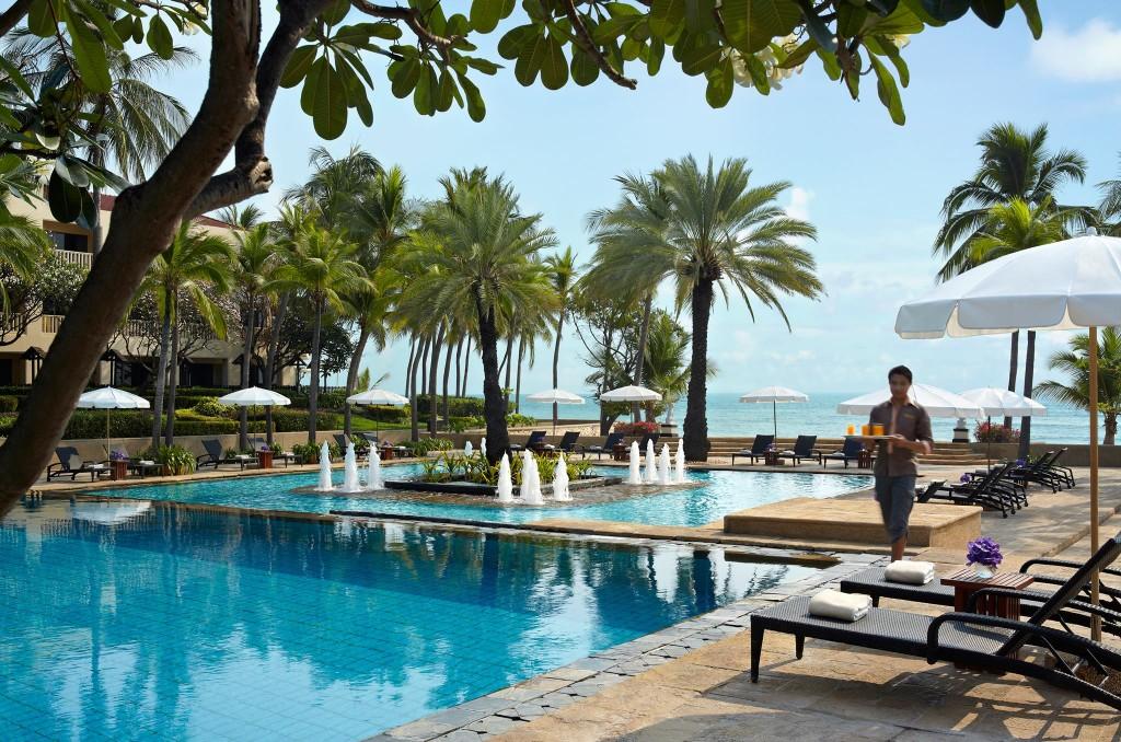 โรงแรมดุสิตธานี หัวหิน-สระว่ายน้ำ