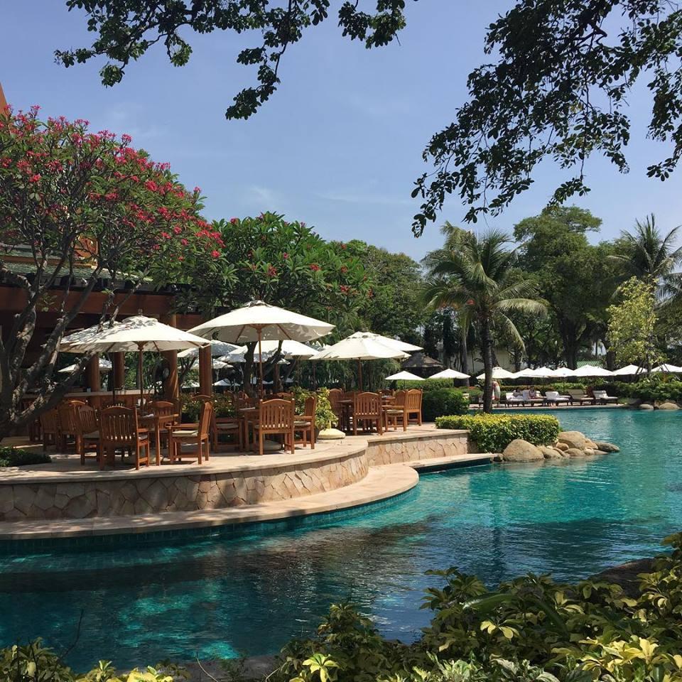 โรงแรมไฮแอท รีเจนซี่ หัวหิน-บรรยากาศริมสระว่ายน้ำ