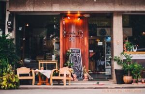Outside in Cafe' & Studio-หน้าร้าน