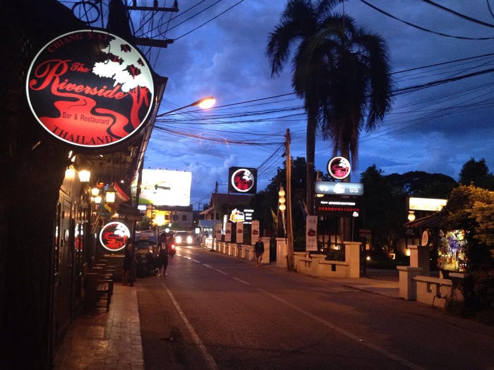 The Riverside Bar and Restaurant-บรรยากาศนอกร้าน