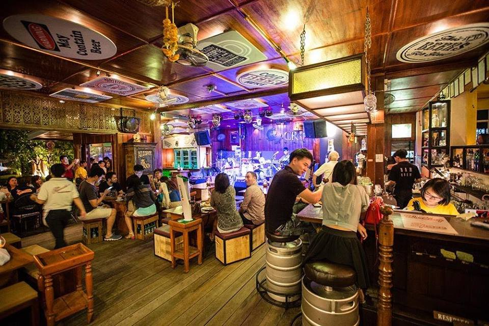 The Riverside Bar and Restaurant-บรรยากาศ