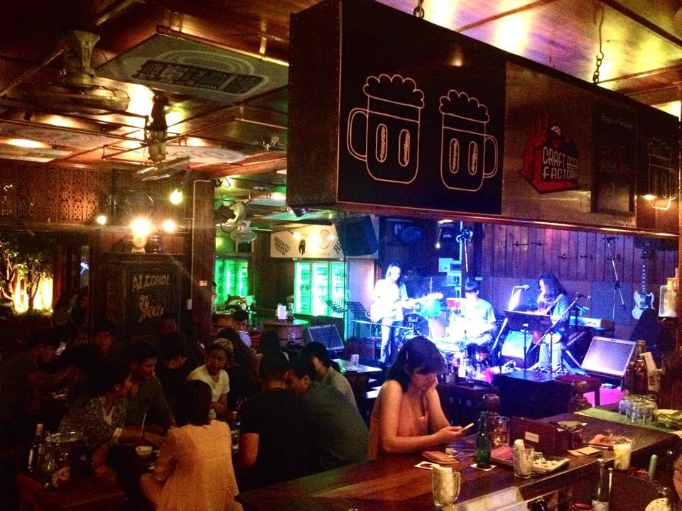The Riverside Bar and Restaurant-บาร์