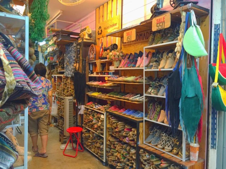 ตลาดนัดจตุจักร-รองเท้า