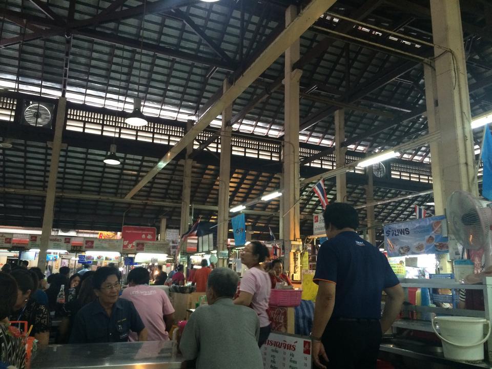 ตลาดนางเลิ้ง-ร้านอาหารหลากหลาย