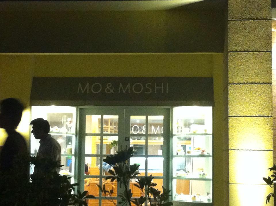 บริเวณหน้าร้านMo&Moshi