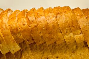 มนต์นมสด-ขนมปัง
