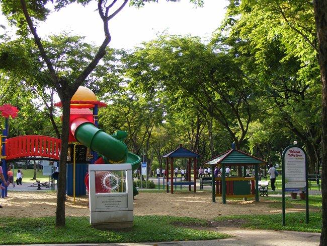 สวนลุมพินี-สนามเด็กเล่น