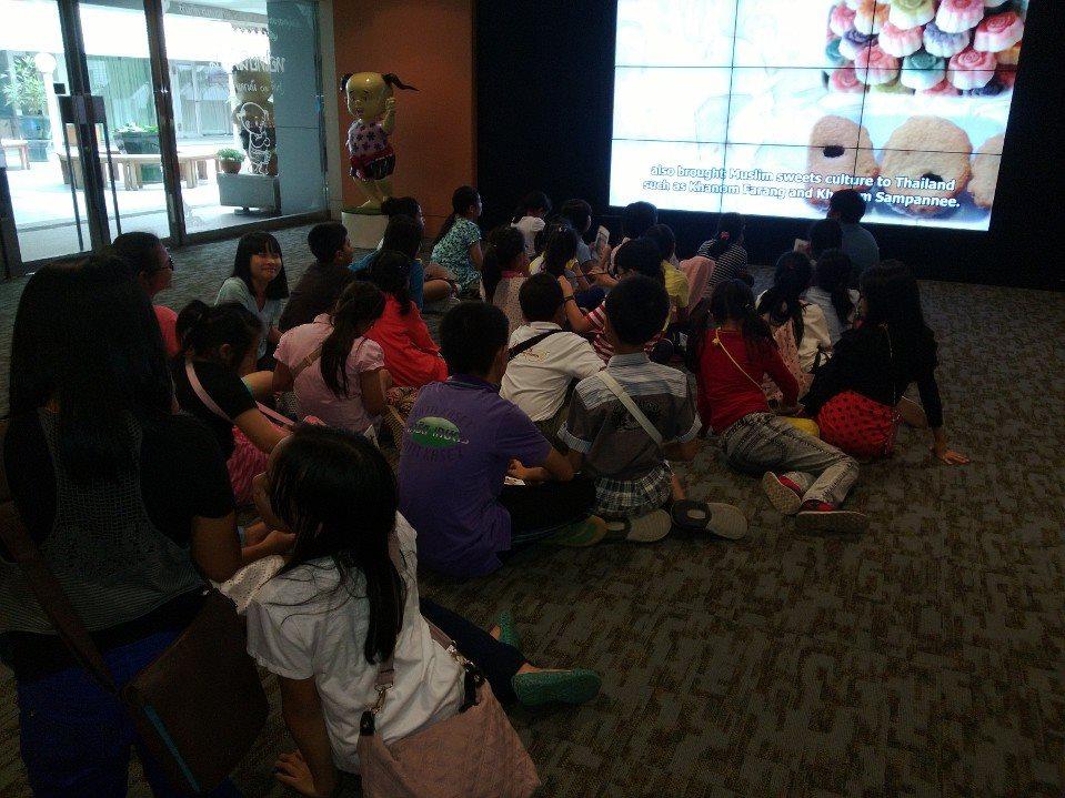 หอไทยนิทัศน์-ผู้เข้าชมมากมาย