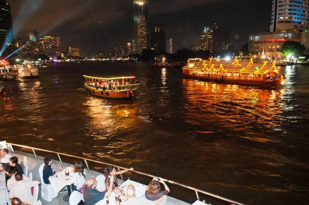 เเม่น้ำเจ้าพระยา-ความคึกคักยามค่ำคืน