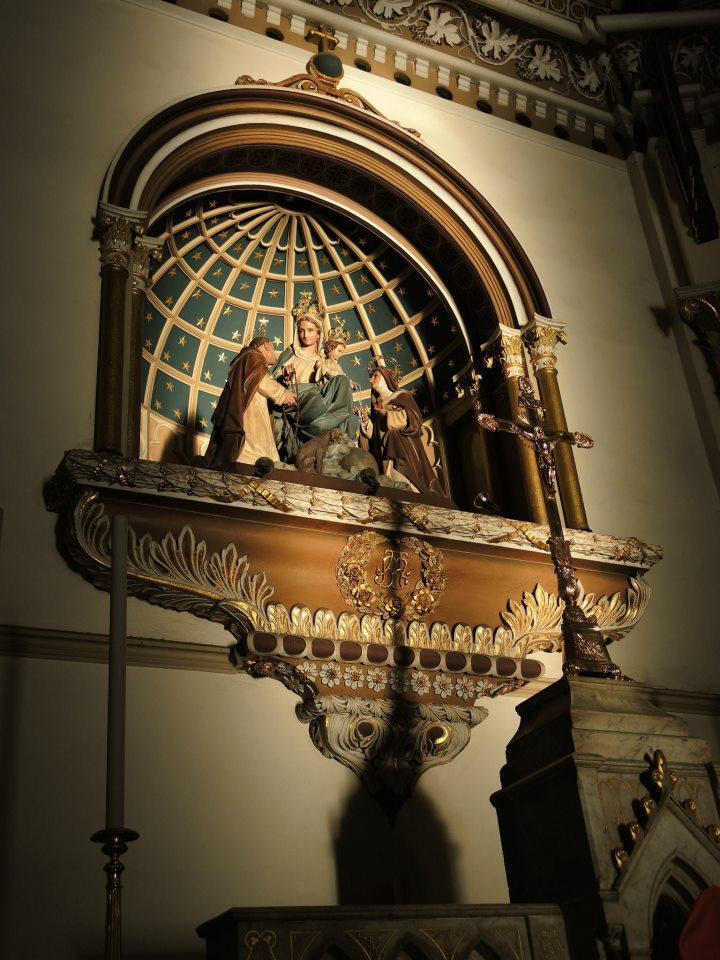 โบสถ์กาลหว่าร์-รูปปั้น