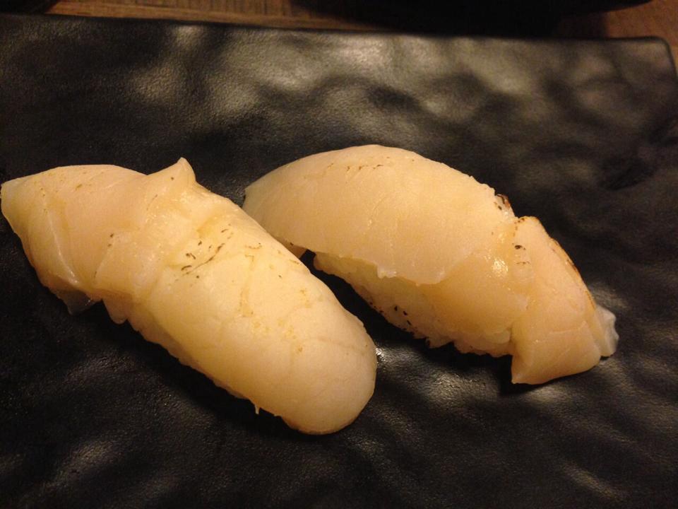 ข้าวปั้นหน้าปลาทูน่าขาว