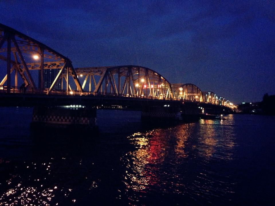 เดอะวอเตอร์ ฟอนต์-วิวสะพานกรุงธน