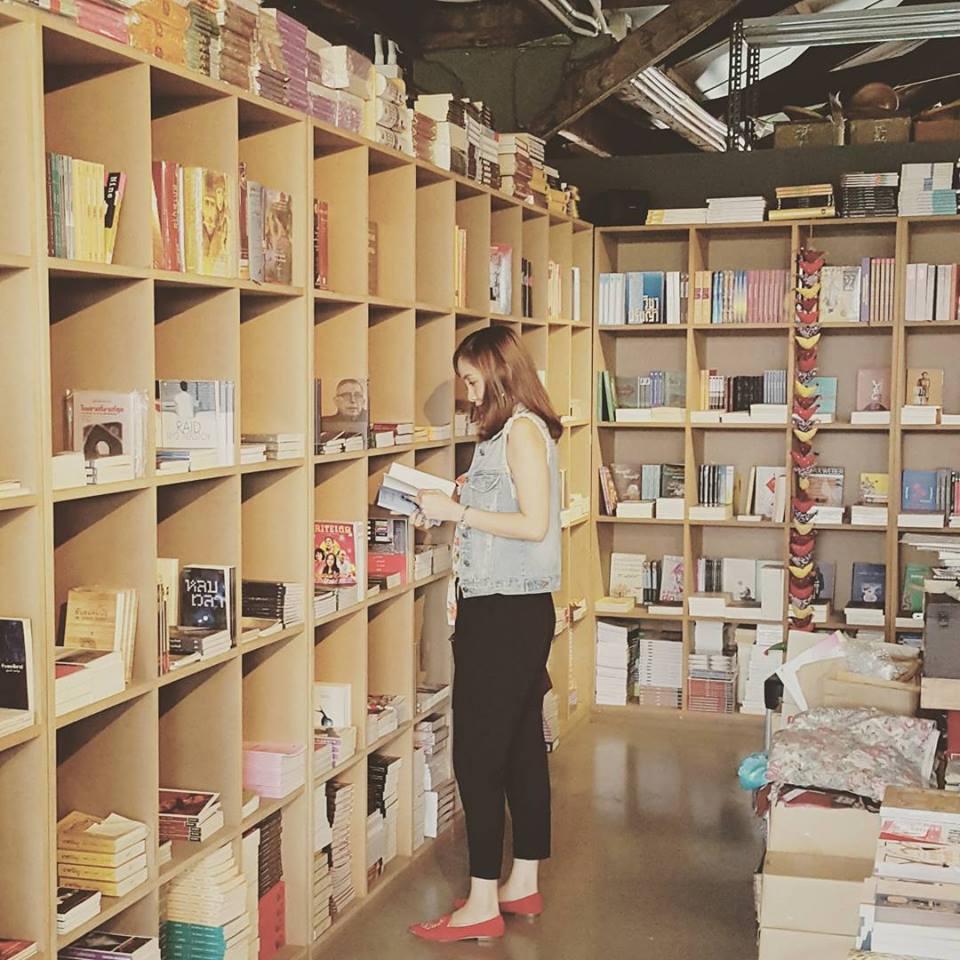 เดอะ เจมส์ เเฟคเตอรี่-ร้านหนังสือ