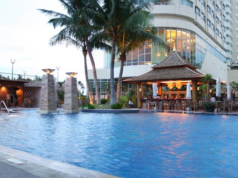 โรงแรมปริ๊นซ์ พาเลซ-สระว่ายน้ำ