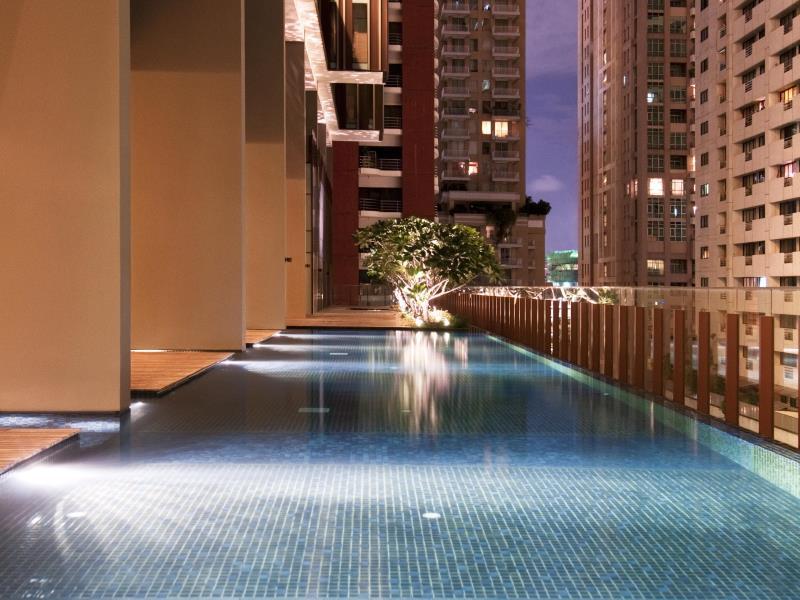 โรงแรมหรรษา กรุงเทพ-สระว่ายน้ำ