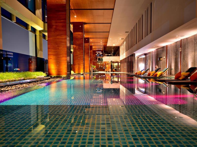 โรงแรมเรอแนสซองซ์-สระว่ายน้ำ