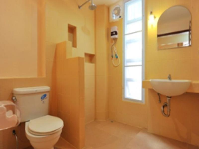 พรทิพย์ รีสอร์ท-ห้องน้ำ