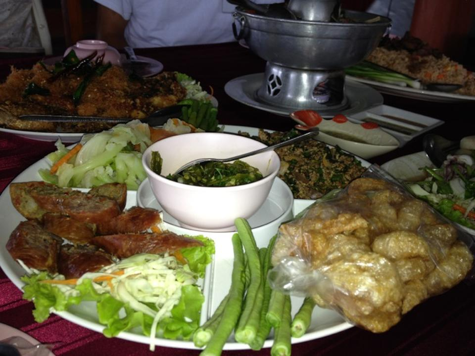 สวนอาหารวังปลาหน้าเขื่อน-อาหารหลากเมนู