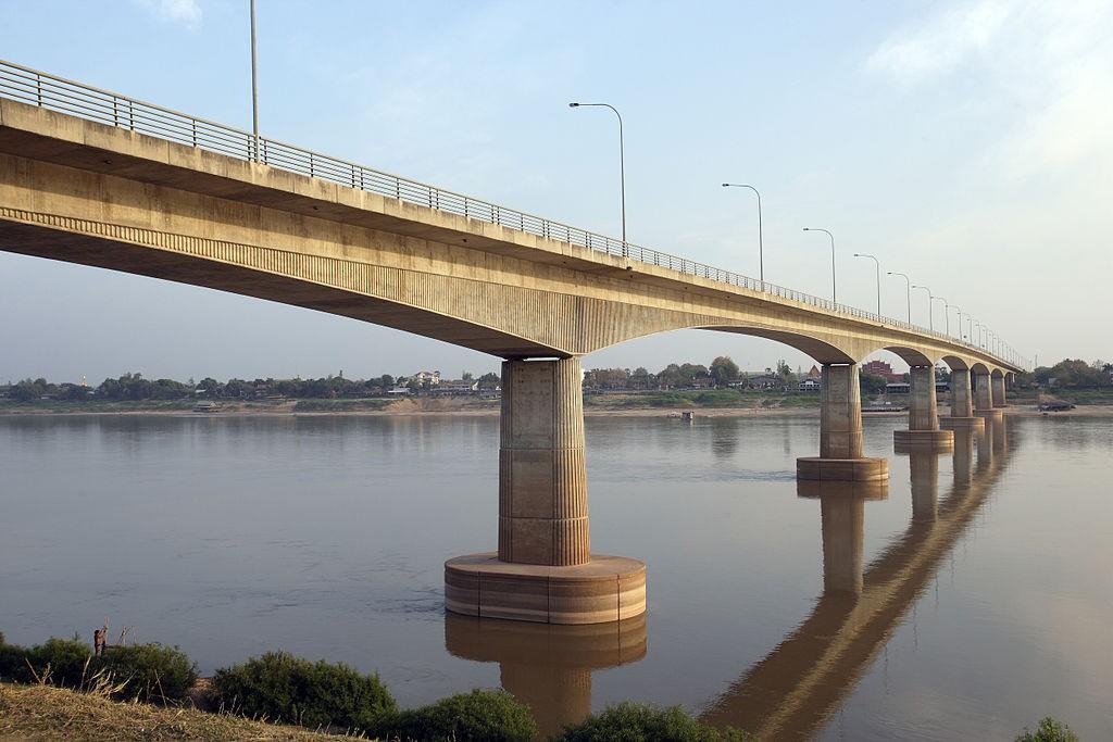 สะพานมิตรภาพ ไทย-ลาว-ตัวสะพาน