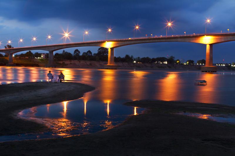 สะพานมิตรภาพ ไทย-ลาว-บรรยากาศยามค่ำคืน