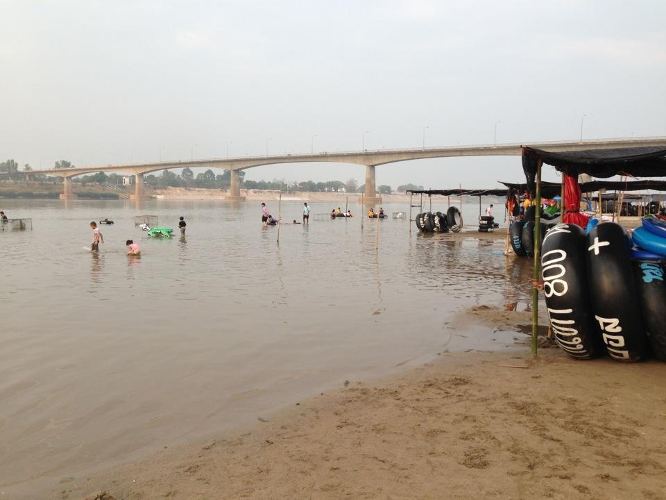 หาดจอมมณี-น่าเล่นน้ำ