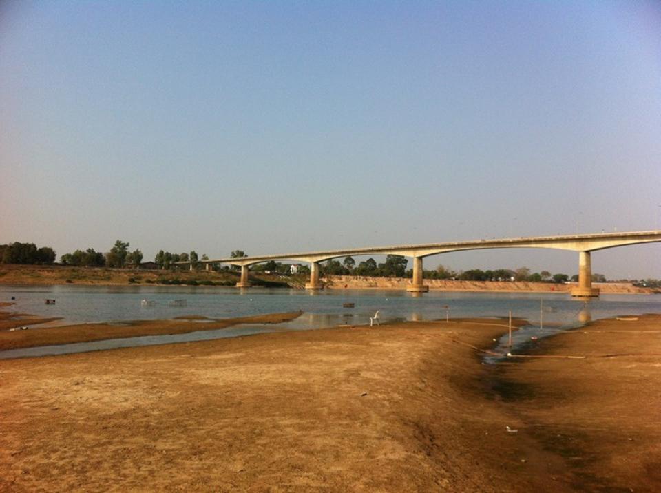 หาดจอมมณี-เห็นสะพานชัดเจน