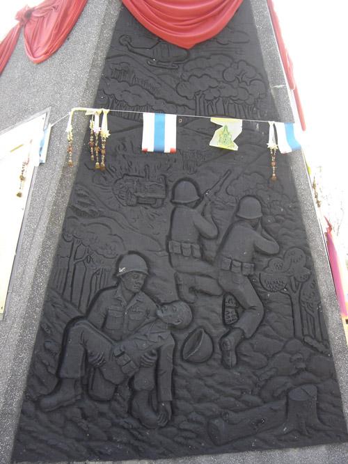 อนุสาวรีย์วีรกรรม พลเรือน ตำรวจ ทหาร และ พิพิธภัณฑ์ทหารทุ่งช้าง -ปูนปั้น