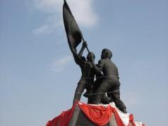 อนุสาวรีย์วีรกรรม พลเรือน ตำรวจ ทหาร และ พิพิธภัณฑ์ทหารทุ่งช้าง -รูปปั้น