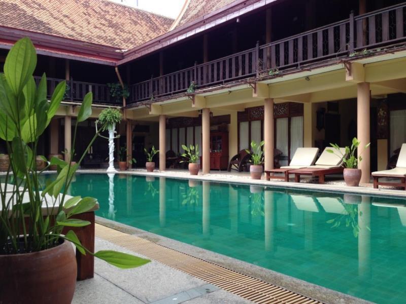 โรงแรมเรือนไทย-สระน้ำ