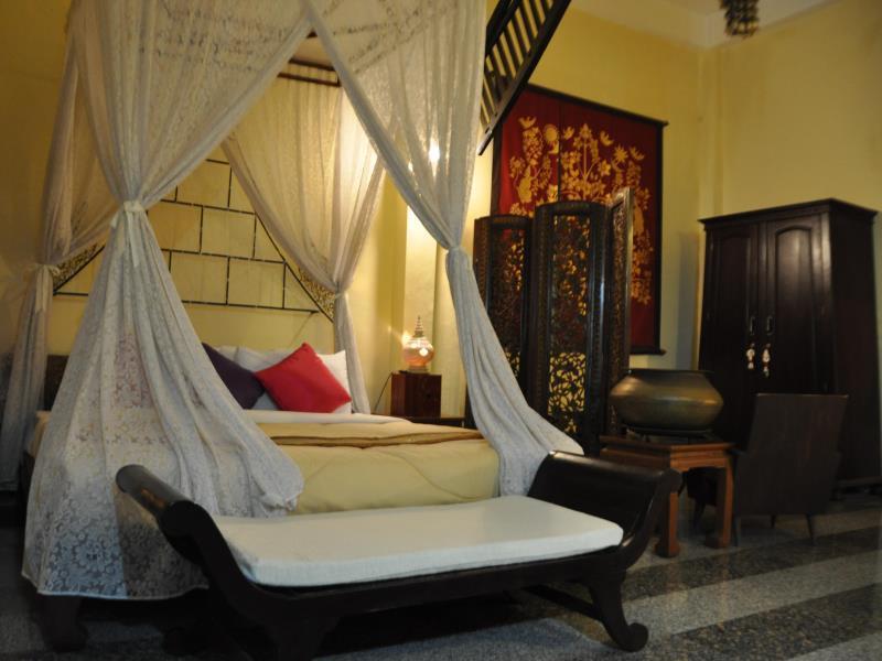 โรงแรมเรือนไทย-เตียง