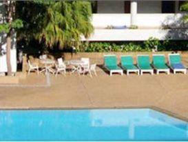 โรงแรมไพลิน สุโขทัย-สระว่ายน้ำ