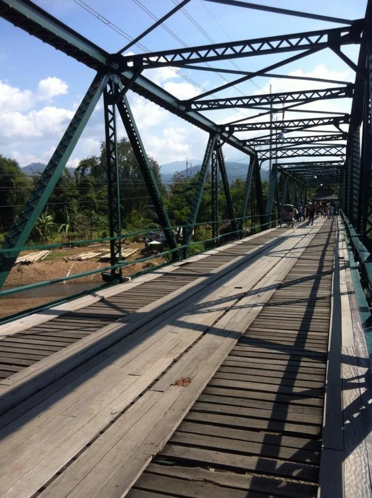 สะพานประวัติศาสตร์ ท่าปาย-พื้นไม้