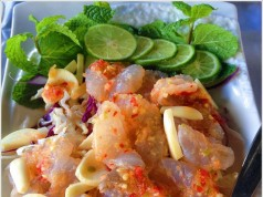 ร้านอาหารเวียงจันทน์ ณ.เชียงคาน-กุ้งเเช่น้ำปลา