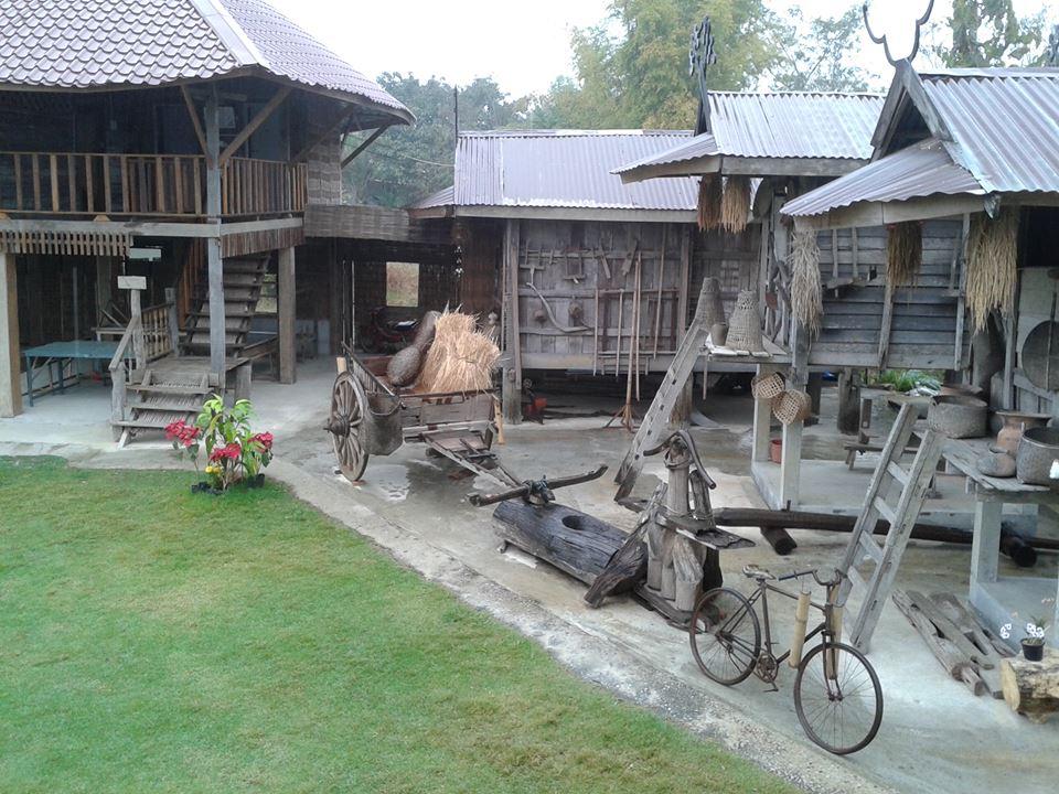 หมู่บ้านวัฒนธรรมไทดำ-บ้าน