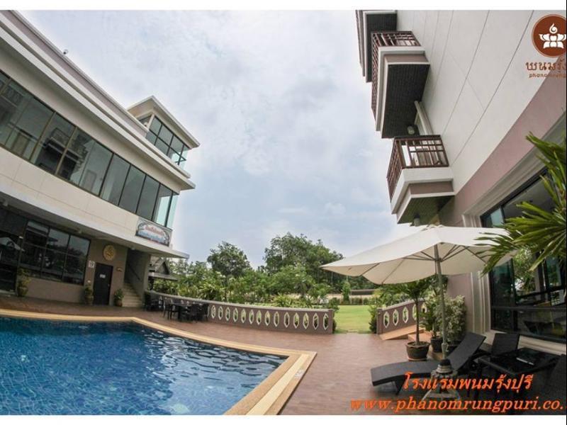 โรงแรมพนมรุ้งปุรี-สระว่ายน้ำ