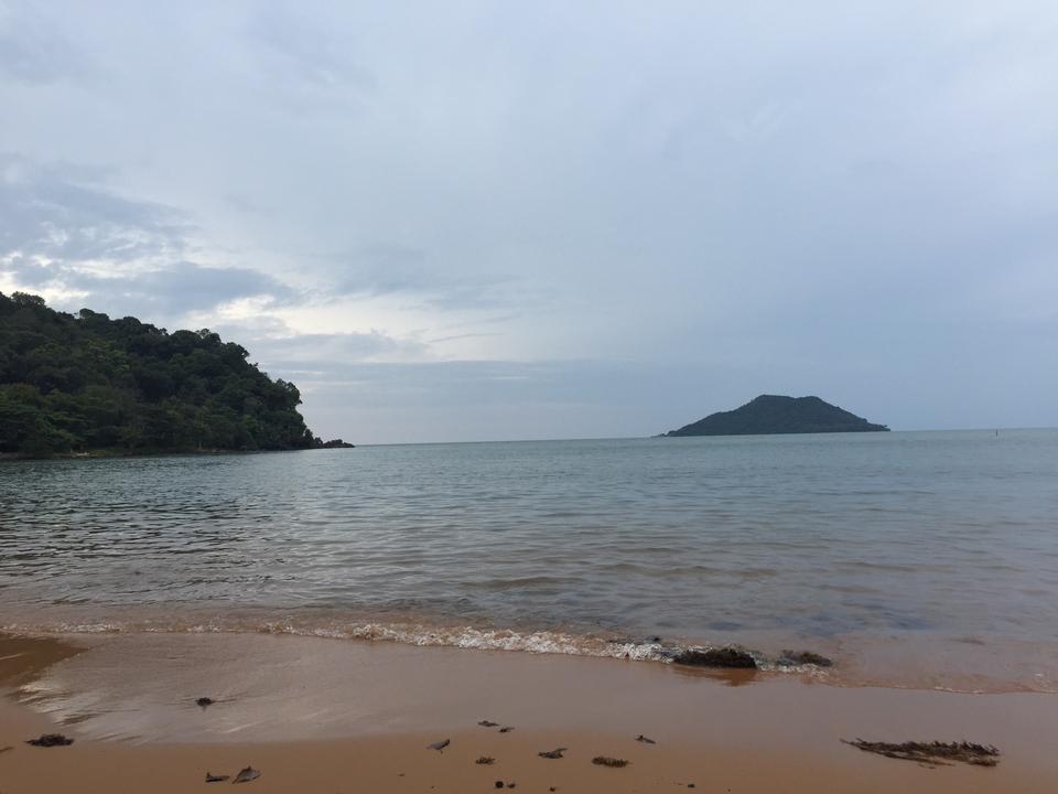 หาดแหลมสิงห์-เกาะ