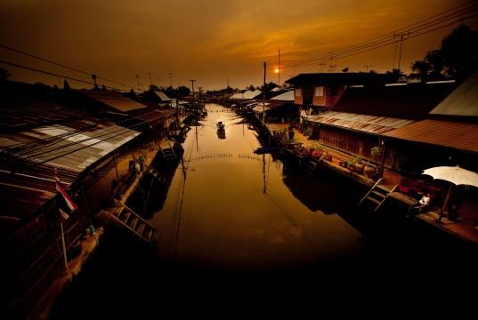10 สถานที่ท่องเที่ยวสุดฮิตในสมุทรสงคราม-ตลาดน้ำยามเย็นอัมพวา