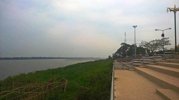 10 ที่เที่ยวห้ามพลาดในจังหวัดนครพนม-เขื่อนหน้าเมืองนครพนม