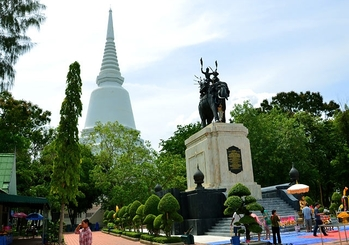 10 ที่เที่ยวฮิตในสุพรรณบุรี-พระบรมราชานุสรณ์ดอนเจดีย์