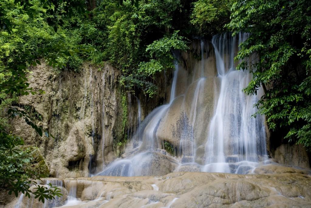 10 ที่เที่ยวเเสนงามของกาญจนบุรี-น้ำตกไทรโยคน้อย