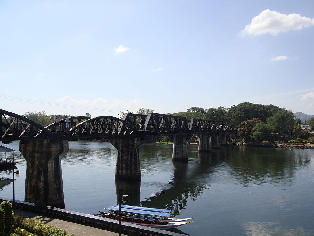 10 ที่เที่ยวเเสนงามของกาญจนบุรี-สะพานข้ามแม่น้ำแคว